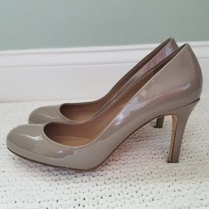 Ann Taylor Nude/Grey Patent Leather Pumps